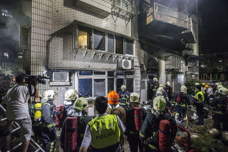 火災現場,以現場分區與移除標的物使災害不至於擴大。 圖/聯合報系資料照