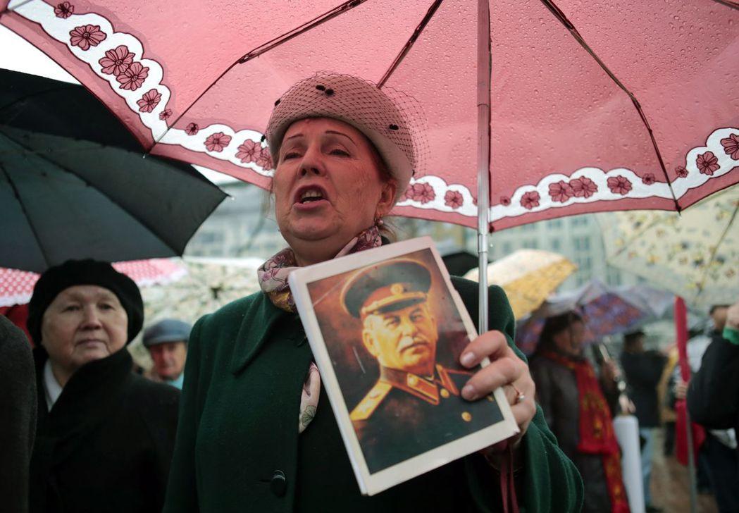 史達林主導的大規模歷史出版計畫,無形中定義了世世代代蘇聯人、俄羅斯人對革命的理解...
