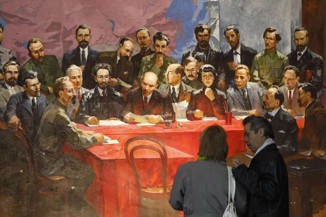 黨內的分歧,透過托洛茨基的〈十月的教訓〉被放大,而「托洛茨基主義」一詞也首度出現...