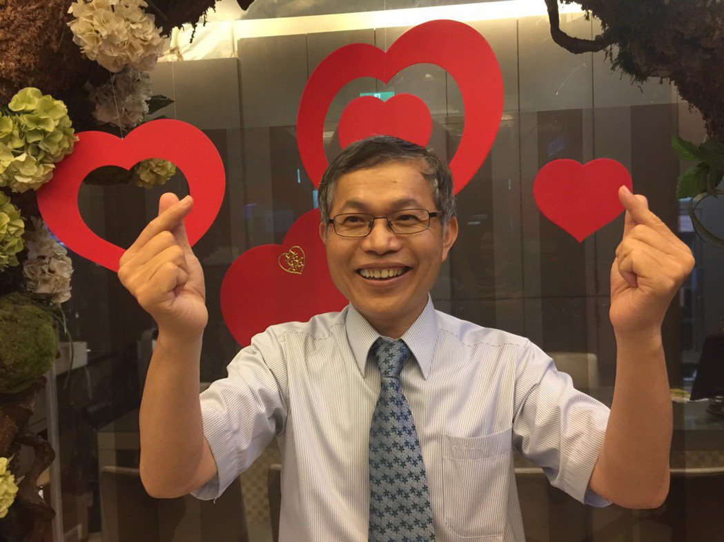 新竹市醫師公會理事長林安復說,不少年輕醫師都單身,透過聯誼團鼓勵他們走出來,認識...