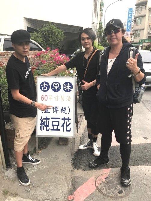 嘎嘎(左)參與「旅人音樂週記」節目錄影。圖/獨一無二娛樂提供