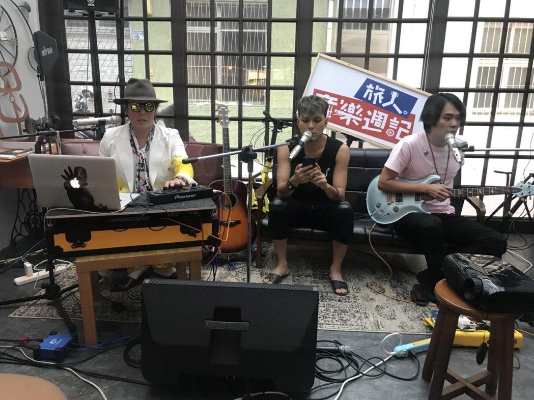 嘎嘎(中)參與「旅人音樂週記」節目錄影。圖/獨一無二娛樂提供