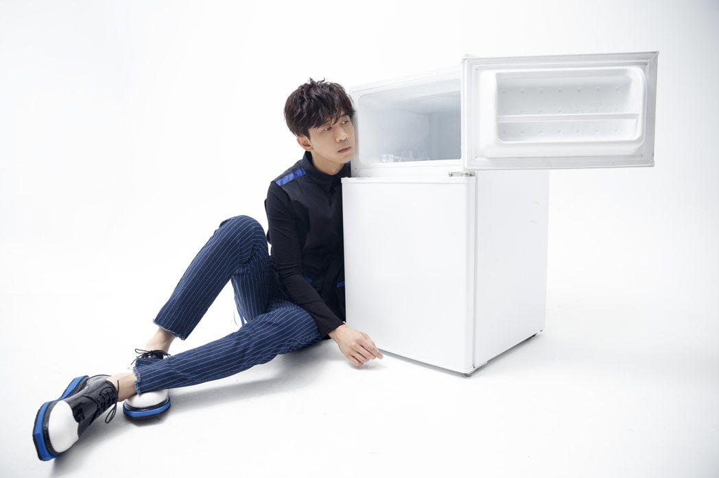 光良11月11日將發行專輯「九種使用孤獨的正確方式」。圖/星娛音樂提供