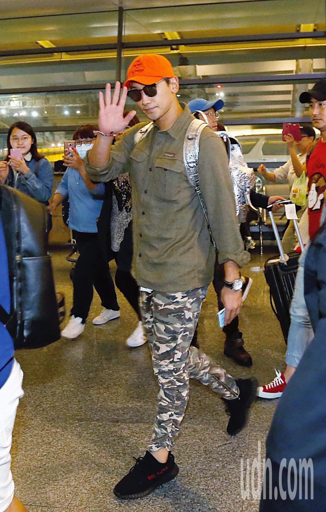韓星Rain等人傍晚前往桃園機場搭機返回韓國。記者鄭超文/攝影。