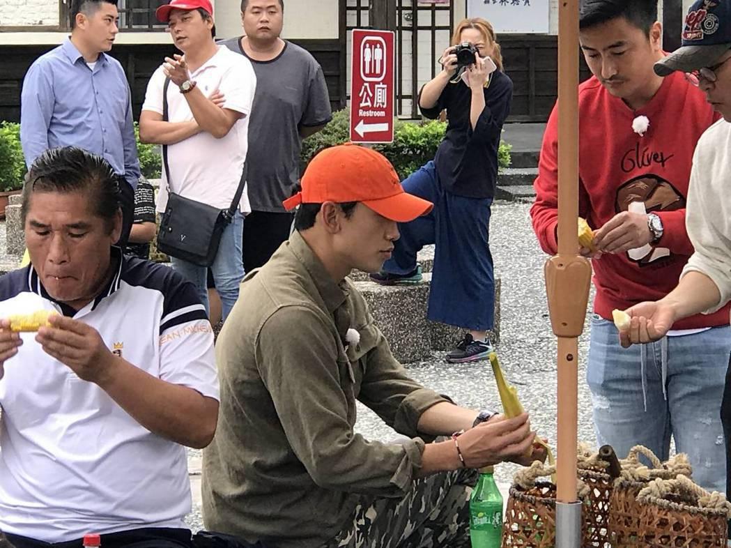 韓星Rain來台拍攝3天2夜的旅遊實境節目「團結才能火」,今天來到宜蘭體驗地熱煮