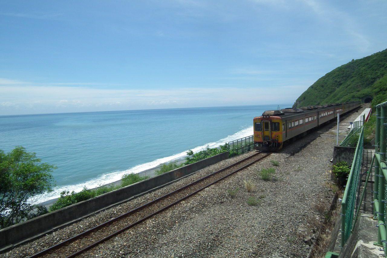 被喻為全台最美麗車站的「多良車站」,有海天一色的絕美風景。 本報資料照片