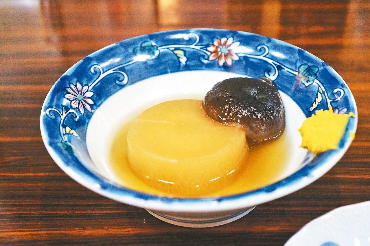 關東煮很能凸顯當令白蘿蔔的細緻與美味。圖/毛奇