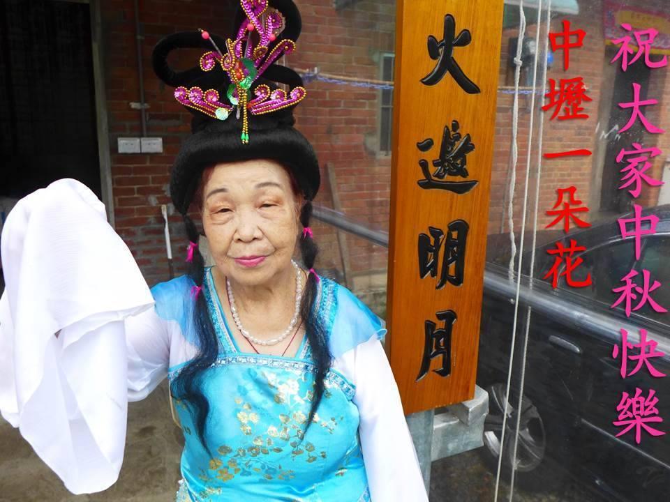 在「決戰家族」中擔任紅牌的90歲外婆,號稱「中壢一朵花」。 圖/摘自決戰家族臉書...