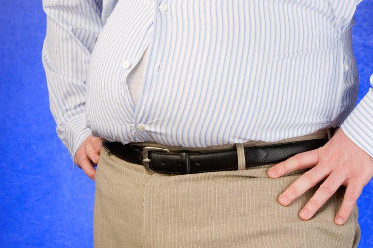 要辨別是肥胖還是腹水,醫師透過超音波檢查,馬上就可以診斷出來。 示意圖/ingi...