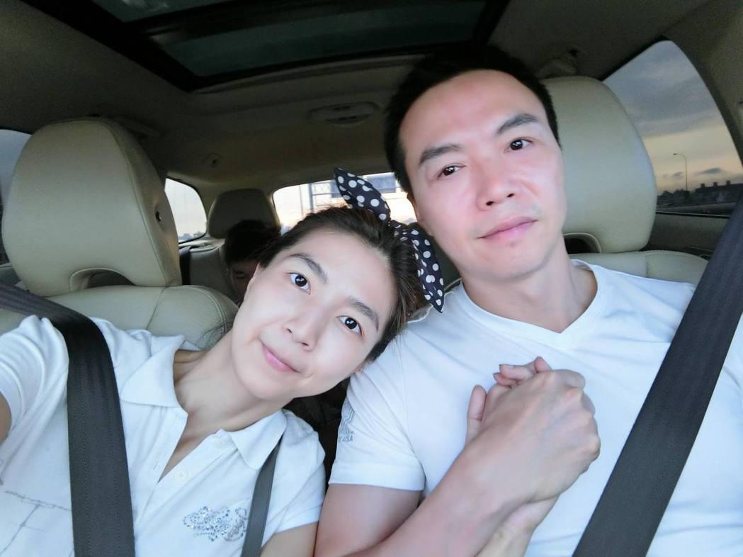 吳鈴山與老婆感情甜蜜。 圖/擷自吳鈴山臉書