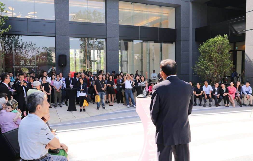 「鼎宇森之丘」公開儀式上,鼎宇的粉絲及貴賓到場支持。 攝影/張世雅