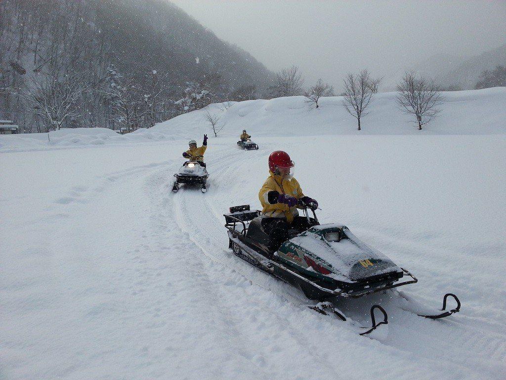 日本滑雪推薦-北海道札幌雪上摩托車|圖片來源:Tripbaa趣吧!達人帶路
