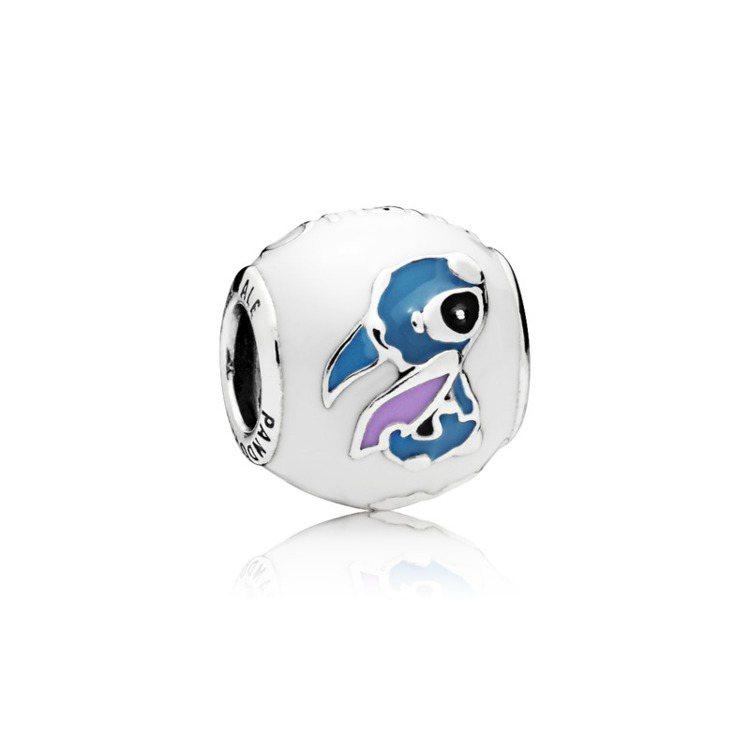 莉蘿與史迪奇925銀琺瑯串飾,2,580元。圖/PANDORA提供