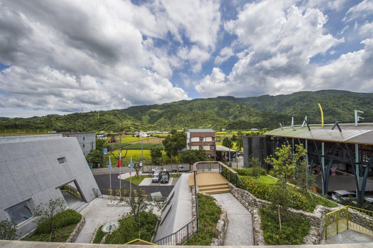 宜蘭縣新三星鄉公所入圍今年台灣建築獎。圖/寬和建築事務所提供 見學館吳佳容攝影