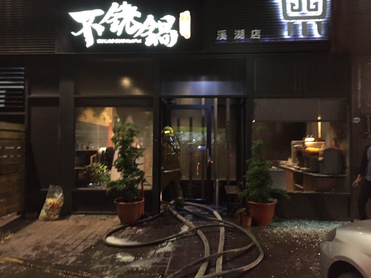 彰化縣溪湖鎮不銠鍋餐廳今晚6時發生氣爆案,造成7人受傷。圖/消防局提供