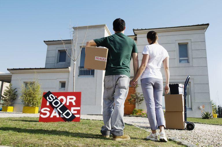 當搬離社區的企業正好是您任職的公司時,您恐怕需要跟著搬遷,賣房就變得更加迫切。(...