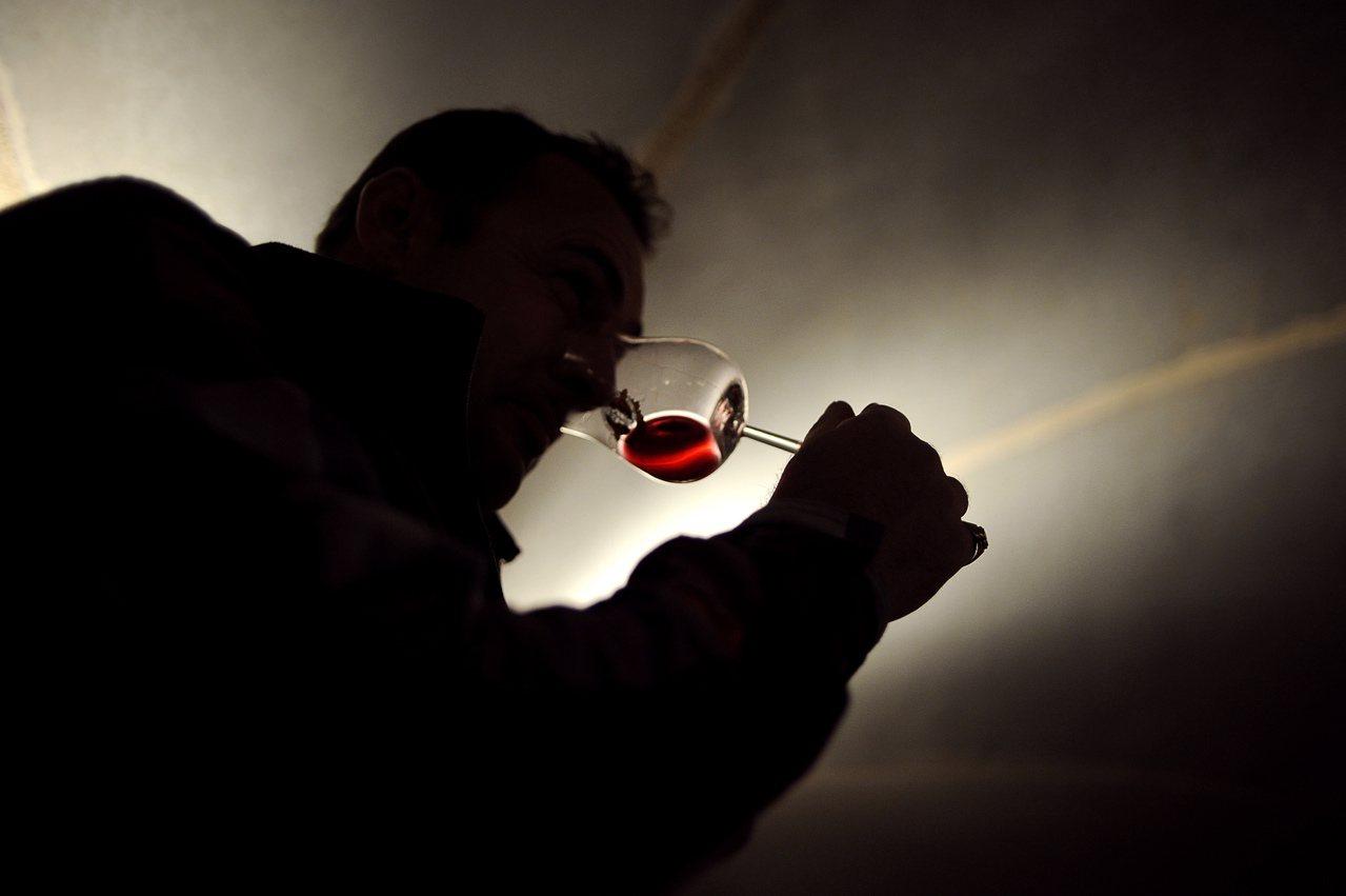 喝酒過量傷身。報系資料照