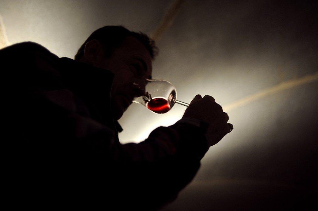 喝酒過量傷胃。報系資料照