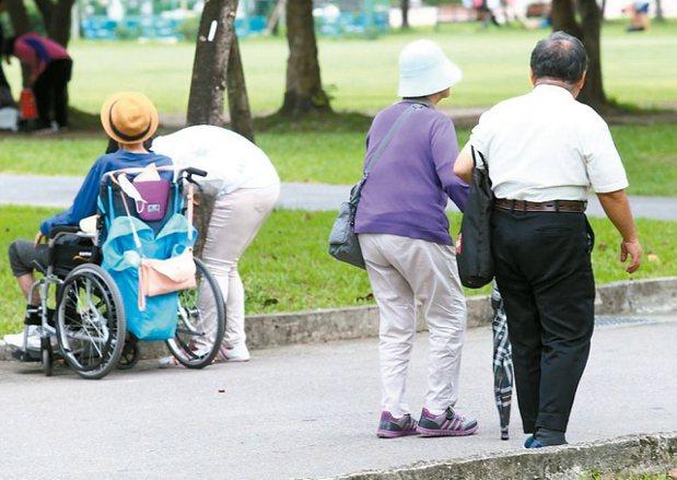 隨著老年人口持續增加,長照益顯重要。 報系資料照