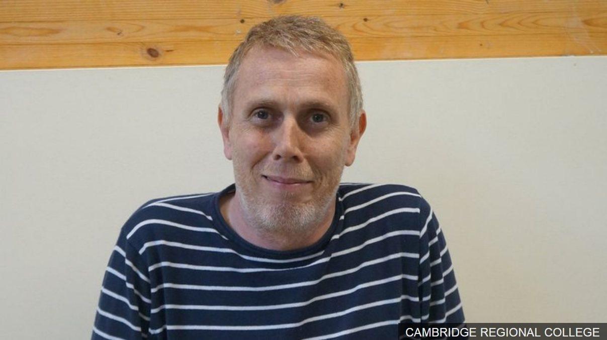 52歲的愛德華茲,原為流浪漢,現獲得英倫顯赫學府劍橋大學錄取為新生。圖擷自BBC...