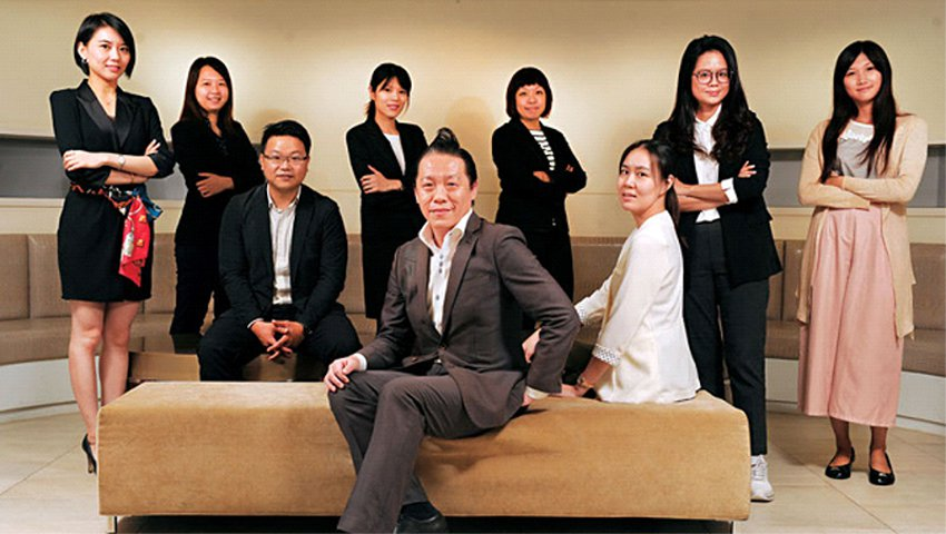 林剛羽(前)和他帶領不過十人的年輕「顧問團」,至今已拿下台、日、美等多國品牌。(...
