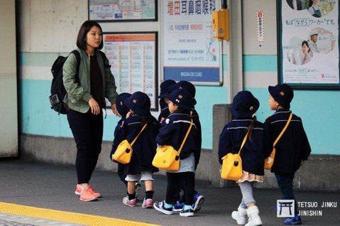 除了媒體與先前引發過勞死爭議的廣告界和土建業之外,日本的教育界也屬過度勞動的族群...