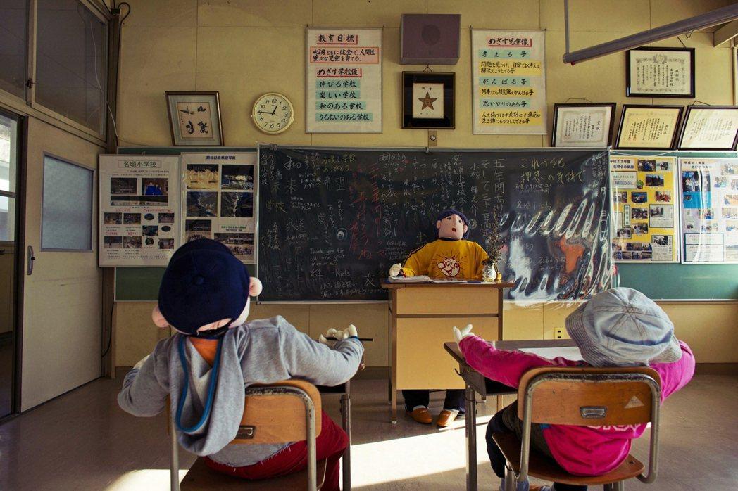 2016年財務省就曾以未來10年日本兒童逐漸減少為由,要裁減4萬多名小學老師。圖...