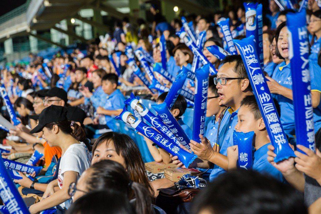 全球人壽贊助第28屆亞錦賽,並於四強賽舉辦棒球主題日,邀請績優外勤同仁與全場球迷...