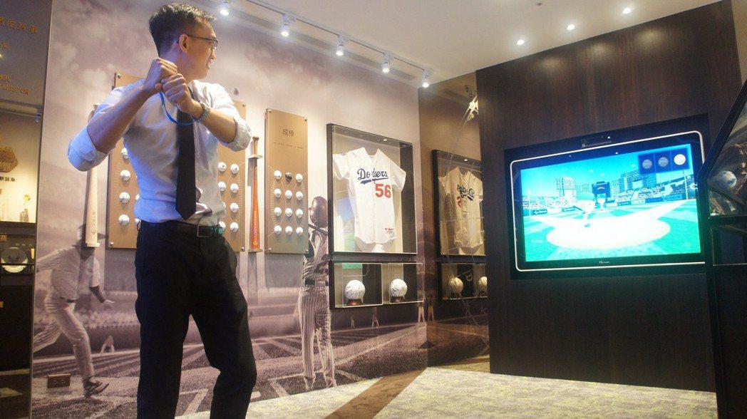 全球人壽全心愛棒球,打造以棒球及公益為主的「愛無界 形象光廊」,設計大螢幕互動式...