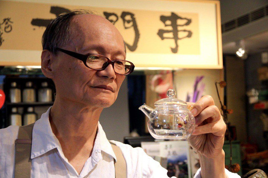 設計師出身的沈僥宜,尋覓雅屋一間開起串門子茶館,希望旅人透過環境、器皿沉澱身心靈...