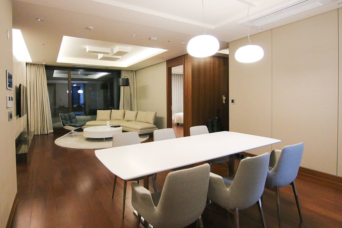 三房兩廳的家庭套房,最多可入住五大兩小;寬敞的空間非常適合群體同遊時入住。