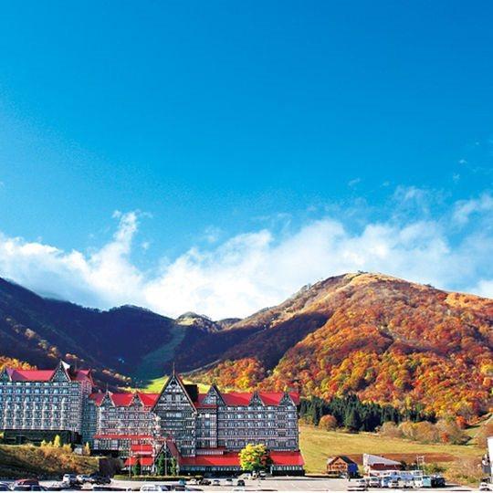 「奥白馬溫泉綠色廣場白馬飯店」位於北阿爾卑斯群山之中,飽覽壯麗山景。 圖/樂天旅...