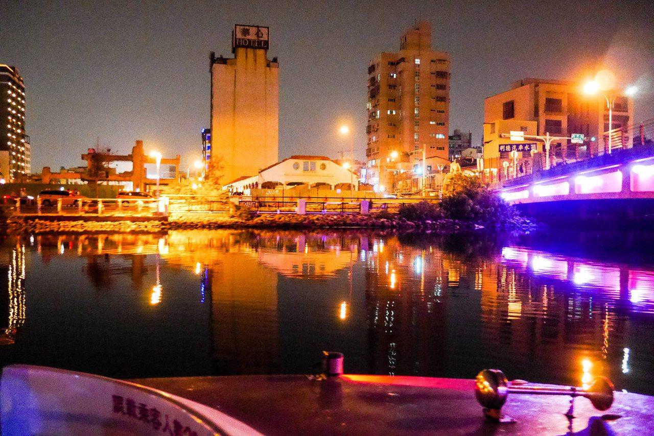 台南市下月將推出運河遊船體驗,沿途可見舊魚市場。記者鄭維真/攝影