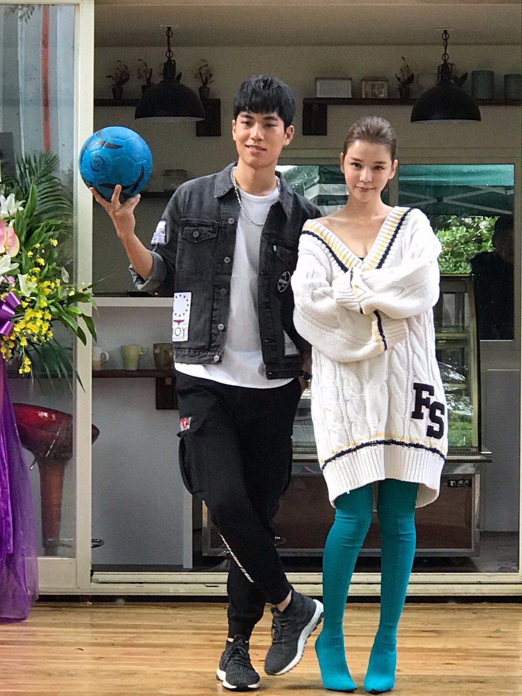 李毓芬(右)與子閎挑梁演出「破網時刻」。圖/學者文創影視平台提供
