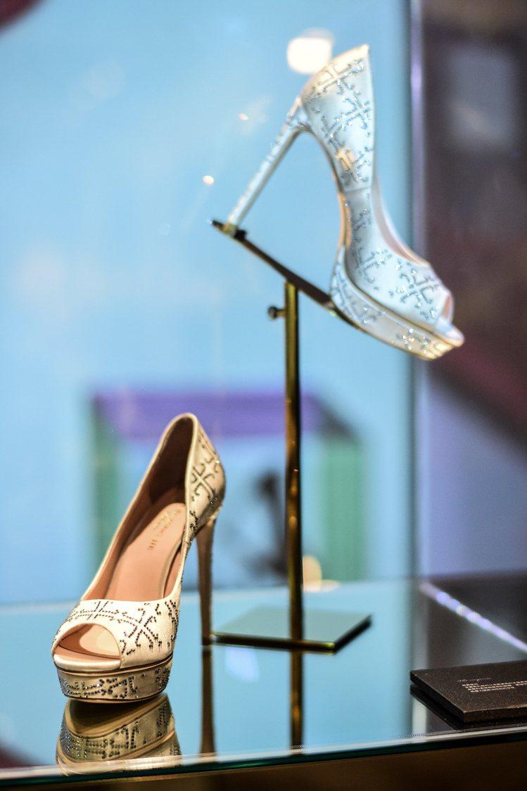 Jimmy Choo手工訂製鞋款。圖/樂樂書屋提供