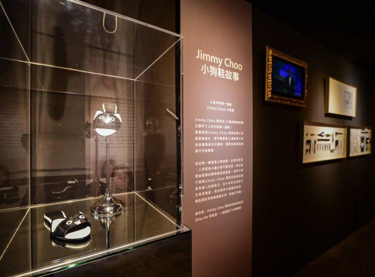 Jimmy Choo在11歲時為母親打造的第一雙小狗鞋。圖/樂樂書屋提供