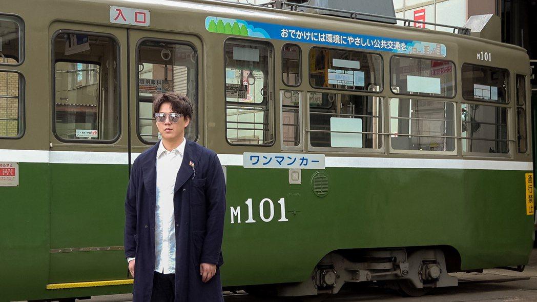蕭煌奇為新歌遠赴日本取景。圖/華納提供