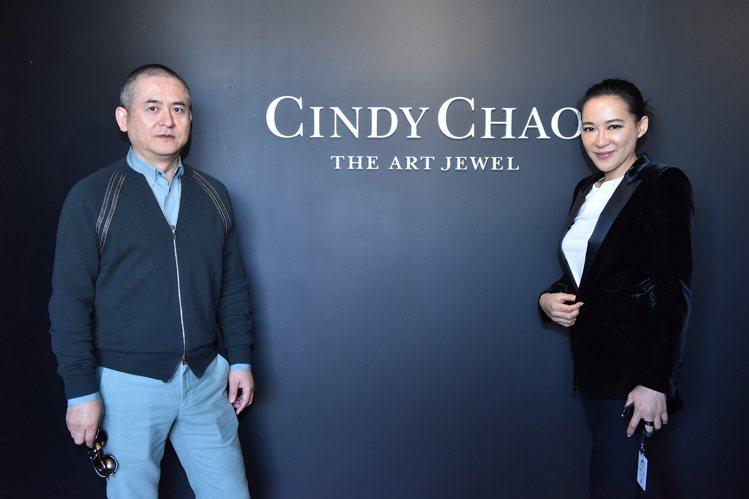 藝術家曾梵志(左)與藝術珠寶設計師趙心綺Cindy Chao。圖/CINDY C...