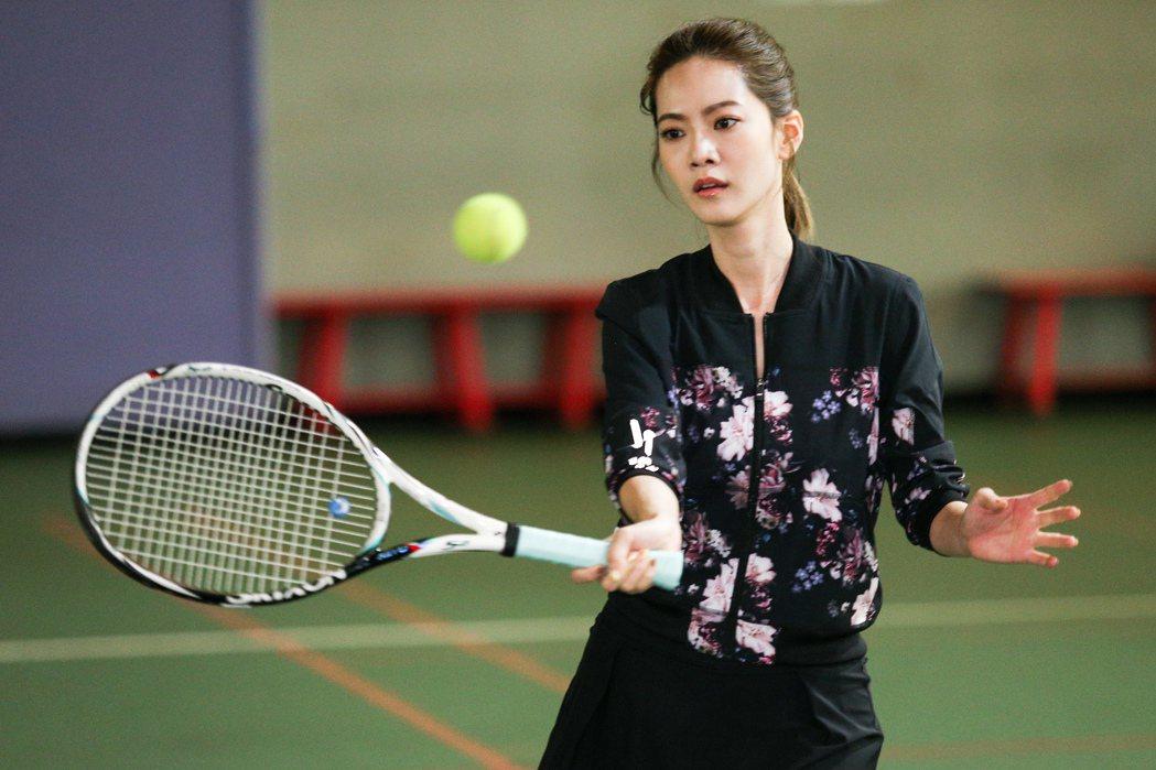曾之喬打網球。記者林伯東/攝影