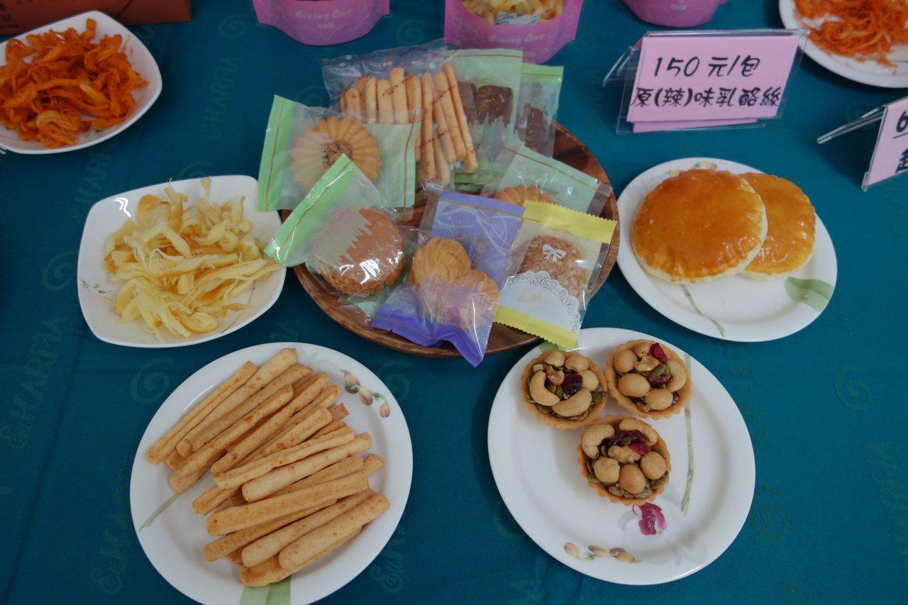 高雄女監烘焙產品多元,有日頭餅、堅果塔等。 記者劉星君/攝影