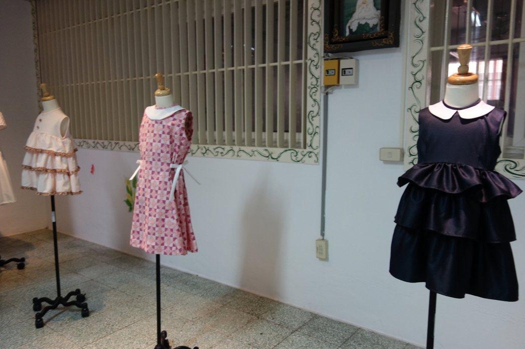 高雄女監收容人製作的服裝,學習一技之長。 記者劉星君/攝影