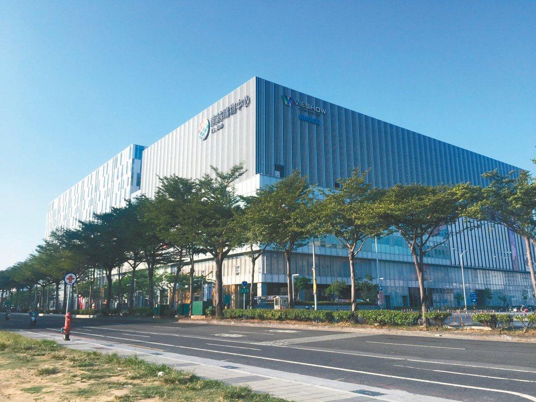 南紡購物中心周邊機能便利,帶動透天、新大樓買氣。 有巢氏房屋/提供