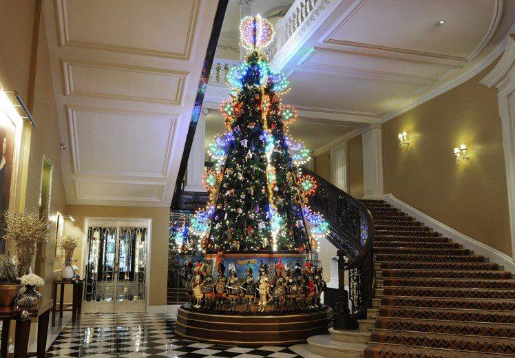 2013年Dolce & Gabbana 設計的聖誕樹。圖/擷自fashionw...