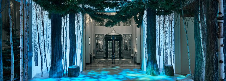 2016年Jony Ive和Marc Newson聯手打造的聖誕樹。圖/擷自de...