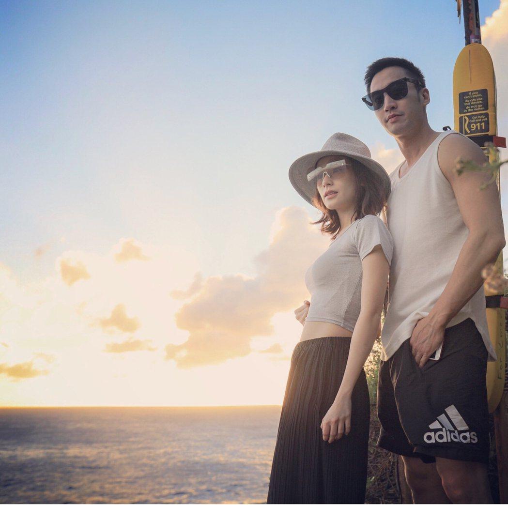 阿嬌(左)和男友賴弘國在夏威夷放閃。 圖/摘自IG