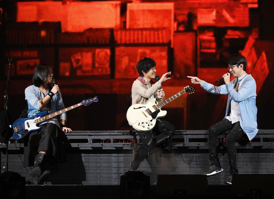 五月天於美西時間10日晚間8點在聖荷西SAP中心舉辦演唱會,吸引萬名歌迷到場。圖