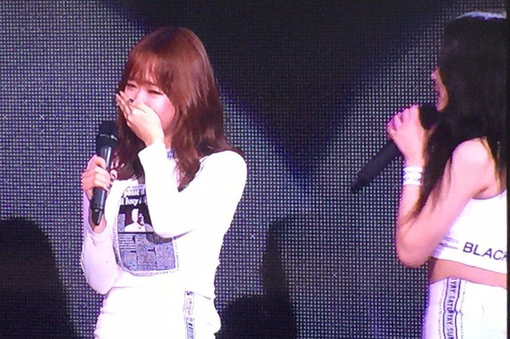 Weki Meki成員有情(左)12日將過18歲生日,粉絲準備驚喜慶生,讓她當場