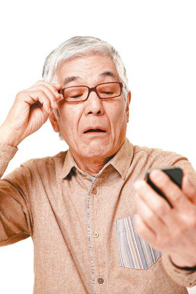 根據眼科醫學會統計,65歲以上長輩,每天使用3C產品的時間平均為5.9個小時,雖...