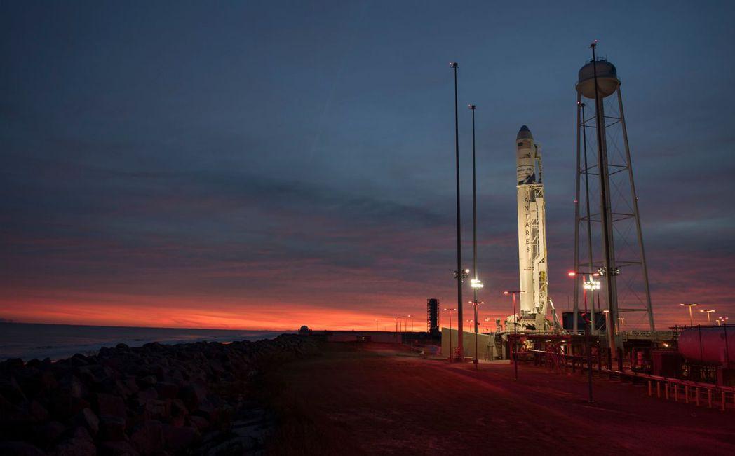 天蠍火箭原訂11日發射,但因發射前發現空域中有一架飛機誤闖而延後發射日程。 (法...