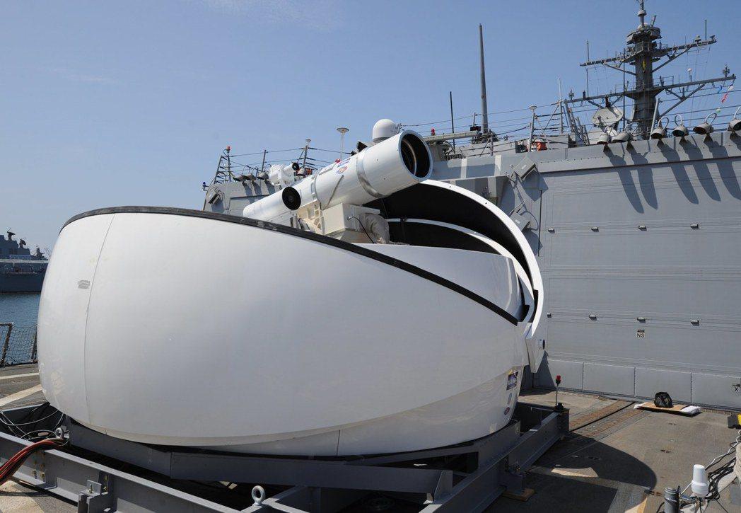 裝在美軍戰艦上的實驗性雷射砲。 (歐新社)